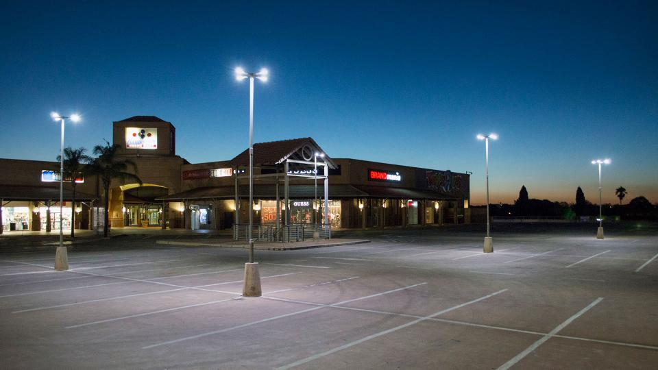 The cost-effective Skido LED luminaires was ideal for creating a safe car park for this busy shopping centre